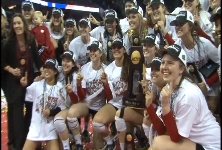 Coaches rank UH women's volleyball team No. 6 in AVCA poll