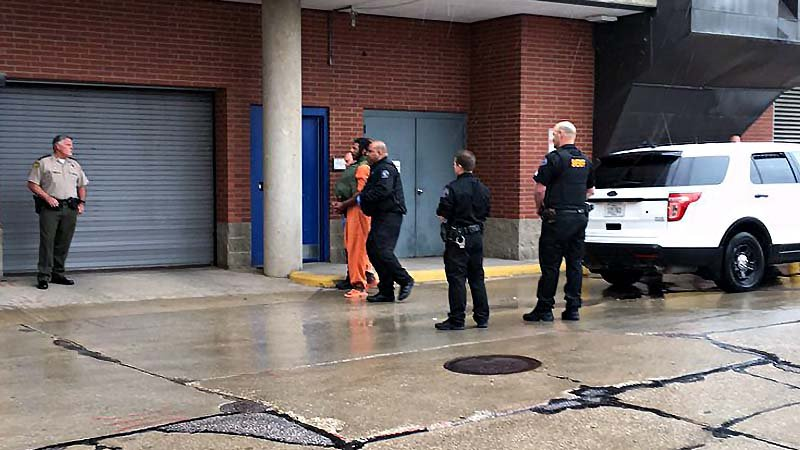 Man accused in deadly jail break returned to Iowa