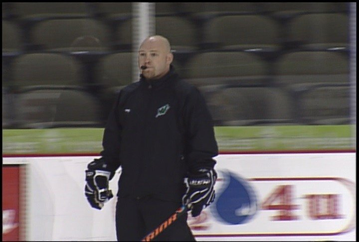 Luke Strand is returning as head coach of the Sioux City Musketeers.