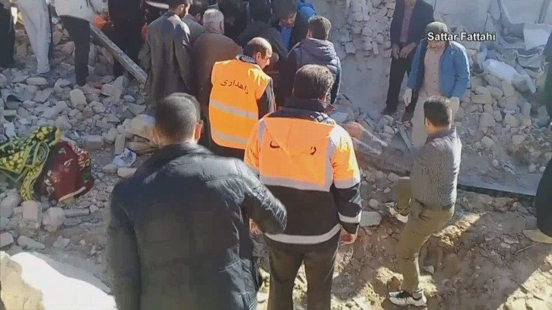 Death toll rises to more than 400 after earthquake near Iran-Iraq border.