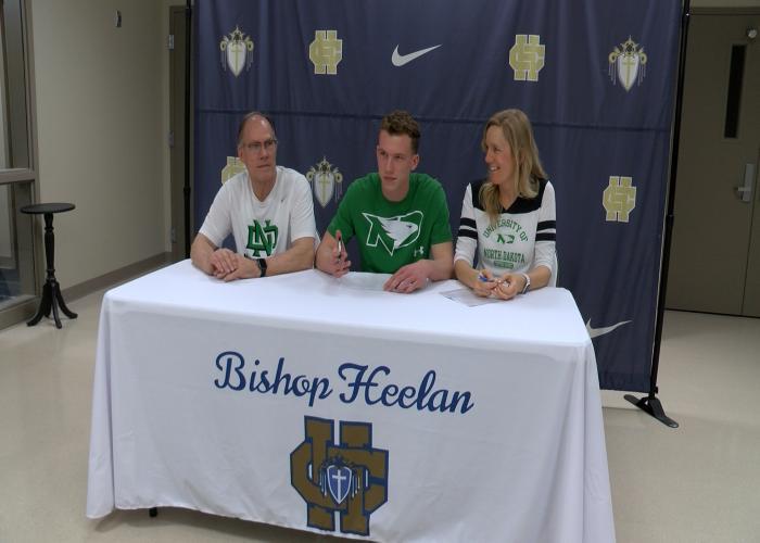 Bishop Heelan's Elijah Hazekamp signed with North Dakota on Thursday.