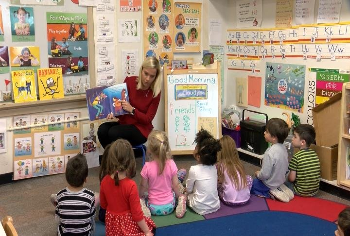 irving preschool sioux city ktiv s lenzini reads to irving preschool students 185