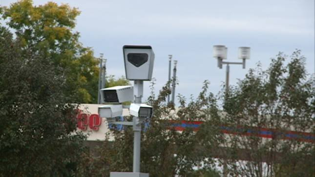 Des Moines plans to resume ticketing Monday of speeding violators caught by an automated speed radar camera on a heavily traveled portion of Interstate 235