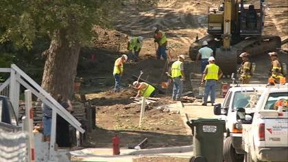 MidAmerican crews work to repair a natural gas leak.