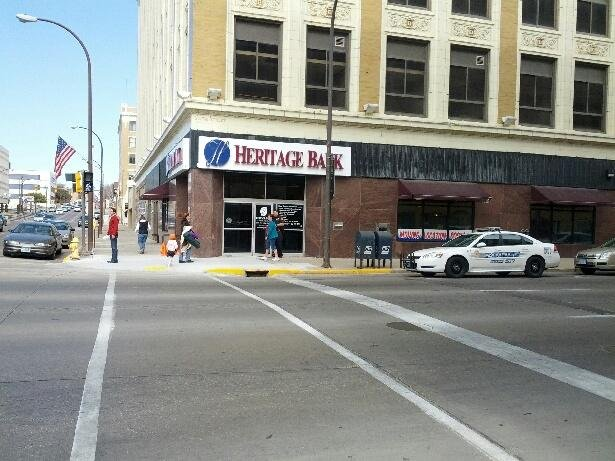 Police: Searching for suspect involved in robbery at Heritage Bank in Sioux City