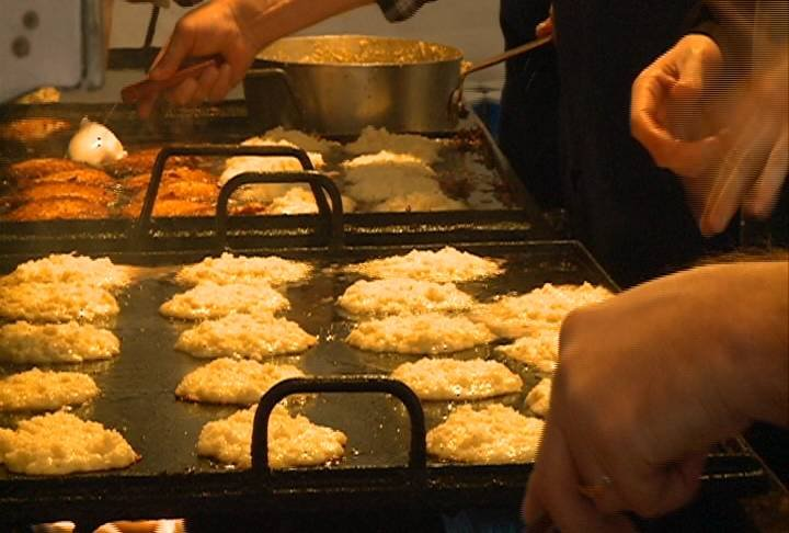 Latkes are cooked up by volunteers for Sioux City's Congregation Beth Shalom.