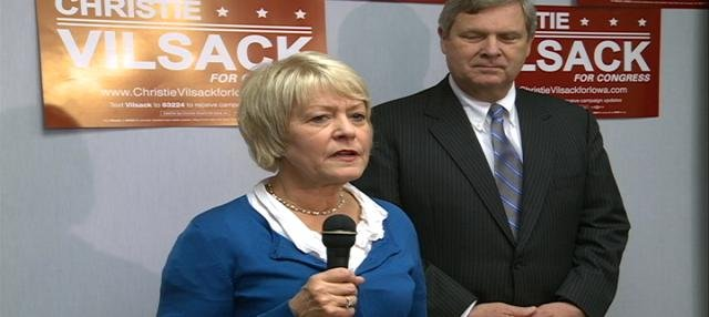 Christie Vilsack tries to rally supporters at democratic headquarters in Sioux City.