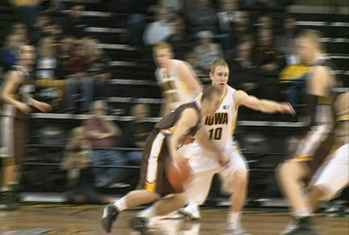 South Sioux City's Mike Gesell scored 18 in Iowa's win over Quincy.