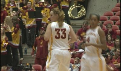 Chelsea Poppens scored 12 points in her return to the court.