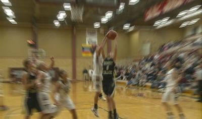 Morningside's Cheslie Trask blocks the shot of Dordt's Kayla Broekhuis in the final seconds of a 64-62 Mustang win.