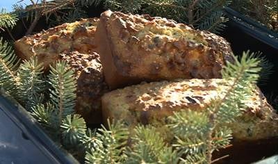Fruit cakes used for the contest were made with sunflowers and millets so birds could eat them afterwards.