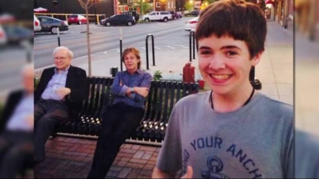 Teen snaps a selfie with Buffett and McCartney.