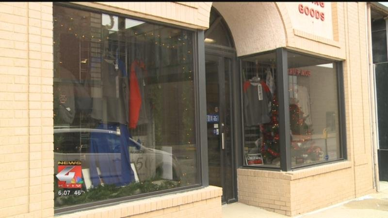 Downtown sioux city businesses craft window displays for for Craft stores in sioux city iowa