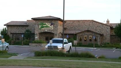 Woman Sues Olive Garden Owner Claiming Salad Made Her Sick Ktiv News 4 Sioux City Ia News